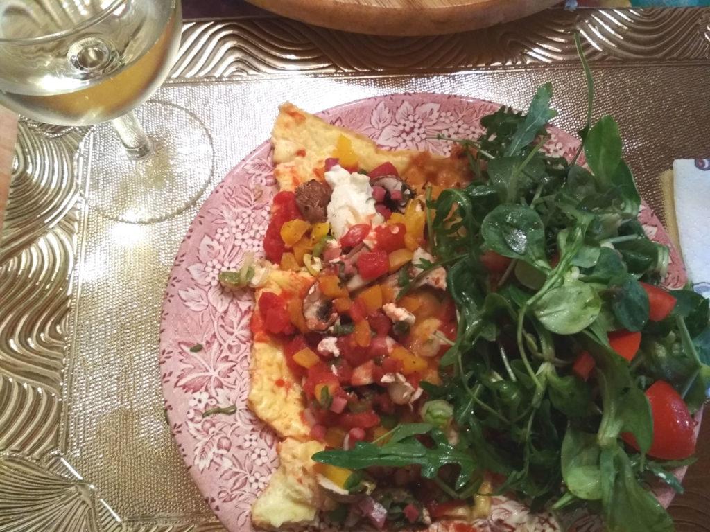 Lowcarb-Flammekuchen mit Salat